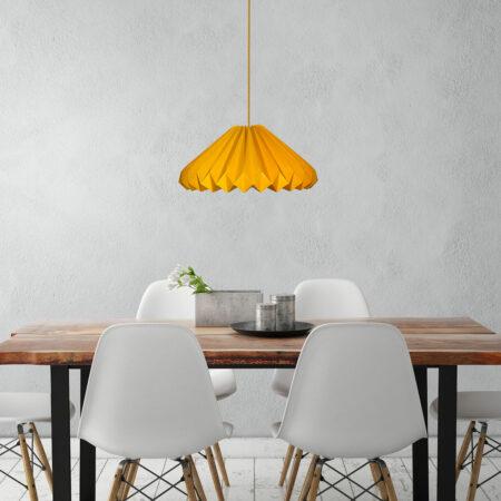 luminária pendente de papel Iluminoo - modelo Diamante Ouro Amarelo Ambientada