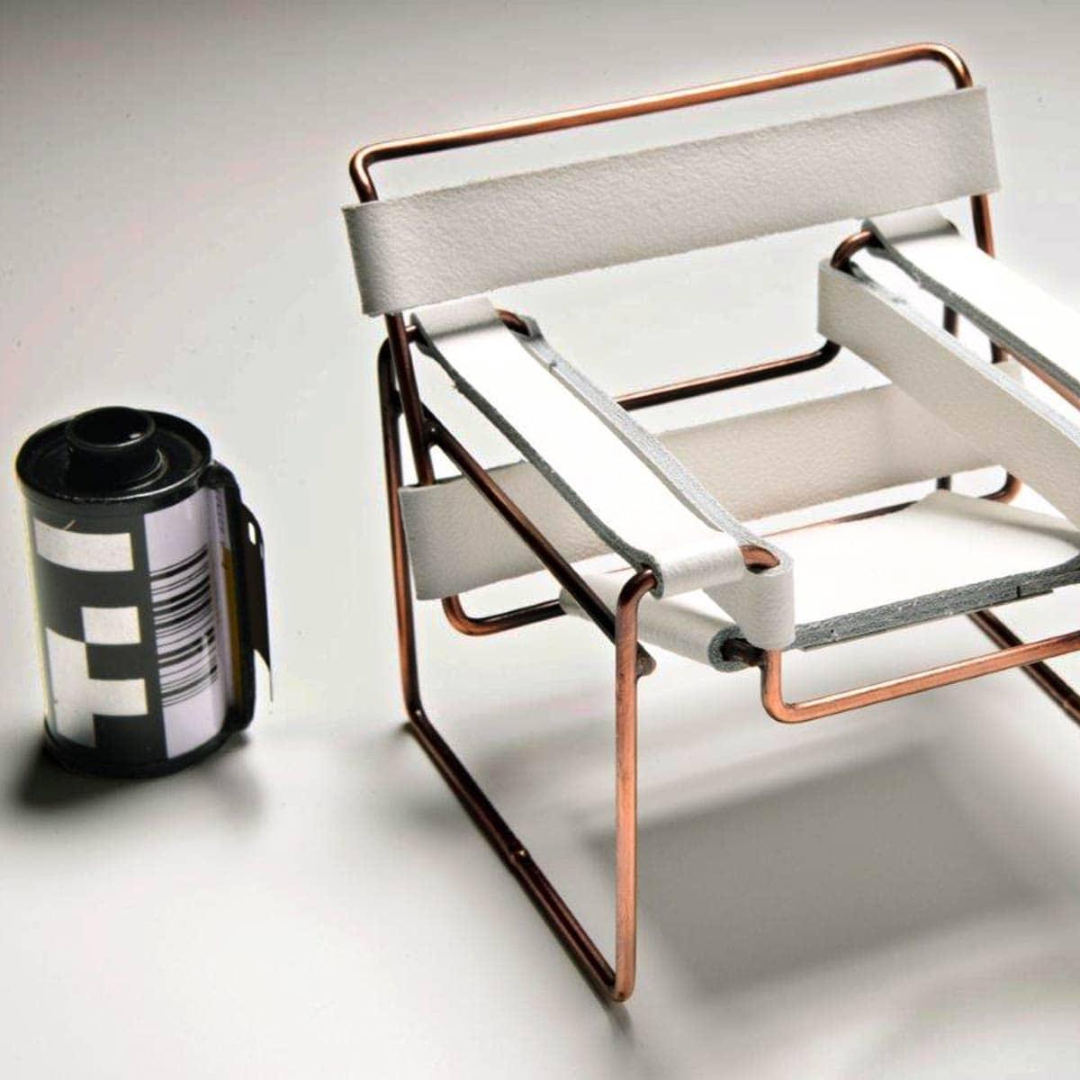 Miniatura Cadeira Wassily Especial Cobre Couro