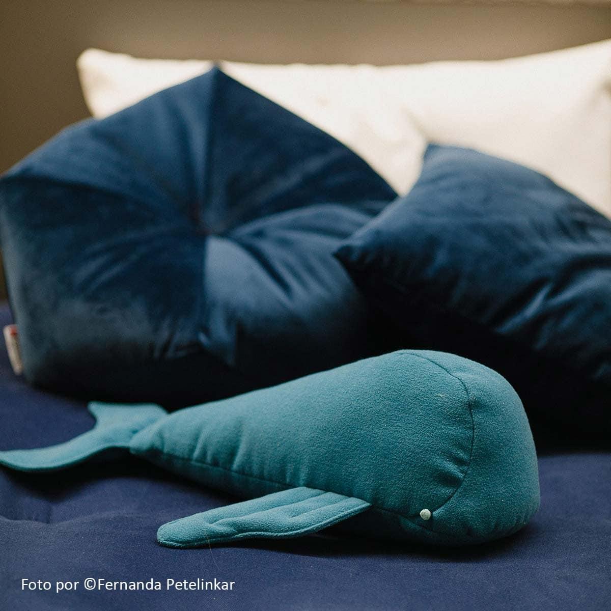 almofada Baleia ambientada